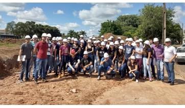 Alunos de Engenharia Civil fazem visita técnica às obras no Parque dos Pioneiros