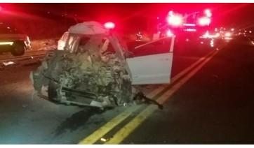 Carro bate na traseira de caminhão e condutor morre no acidente, na SP-294, em Flórida Paulista
