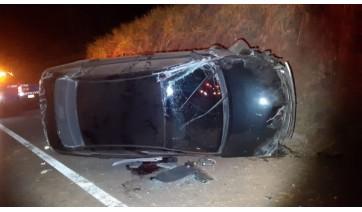 Após colisão, carro capota na SP-294 e causa a morte de motorista de 35 anos