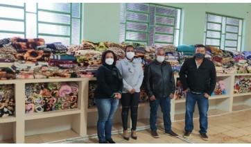 Cobertores recebidos já atendem moradores em vulnerabilidade, em meio à forte onda de frio (Foto: Cedida).