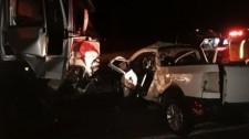Homem de 56 anos morre após batida entre picape Saveiro e caminhão na SP-425