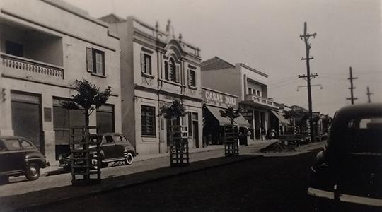 Casas Buri se instalaram em fins da década de 1940, na Avenida Rio Branco, 551, em Adamantna, e ficaram por aqui até meados da década de 1960 (Foto: Arquivo Histórico Municipal de Adamantina).