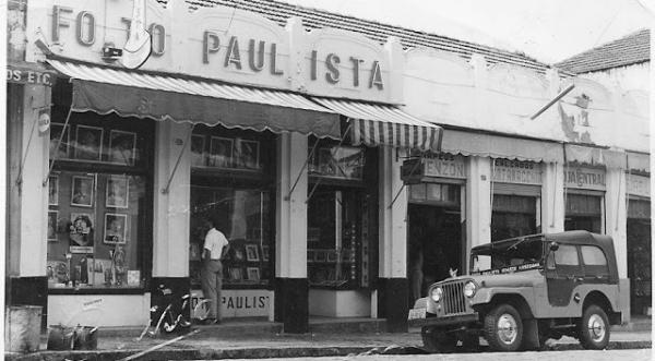 Foto Paulista, estúdio de Hidetaka em Adamantina (Arquivo Histórico da Cidade de Adamantina, digitalizadas e organizadas por Fabio Noda Hasegawa. Reprodução: Revista Contemporartes).