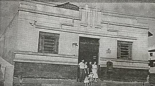 Agência inaugurada em 1948, na atual alameda Armando de Salles Oliveira (Livro Jubileu de Ouro de Adamantina/Cândido Jorge de Lima)