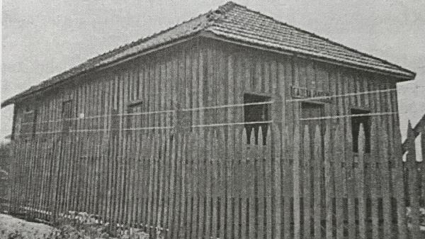 Primeira cadeia pública de Adamantina, na década de 40 (Reprodução: Livro Jubileu de Ouro/Cândido Jorge de Lima).