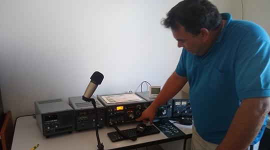 Josemiro Júnior e seus equipamentos (Acervo Pessoal).