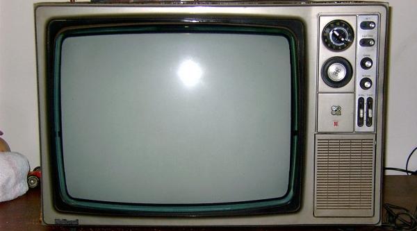 Aparelho televisor da marca National (Reprodução).