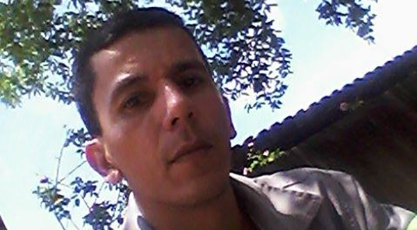 O mecânico agrícola Gilberto Lopes morreu durante trabalho de manutenção de transbordo canavieiro (Reprodução/Facebook).