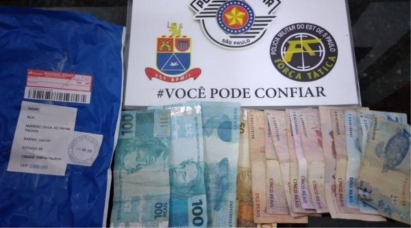 Adolescente disse que comprou R$ 1.000,00 pela internet e já gastou parte do dinheiro no comércio (Cedida/PM).