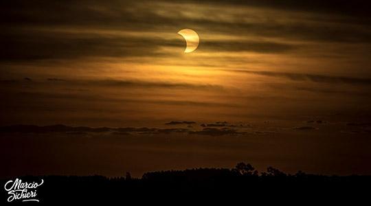 Registro do eclipse em Adamantina, onde foi parcial a cobertura do Sol pela Lua (Imagens: Márcio Sichieri).