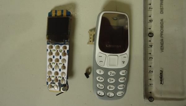 Duas placas de celulares estavam ocultas em travesseiro da criança que acompanhava visitante, o que foi descoberto com o scanner corporal (Foto: Cedida/SAP).