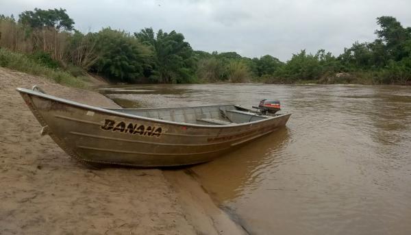 Operação Piracema, da Polícia Militar Ambiental, aconteceu no Salto Botelho, em Lucélia. Foram apreendidos barco, materiais de pesca pescador foi autuado por pesca proibida (Foto: Cedida/Polícia Ambiental).