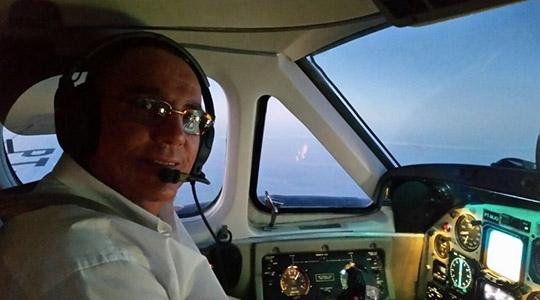 Benedito Fernando Ricci, de 59 anos, morreu enquanto pilotava o avião (Reprodução).