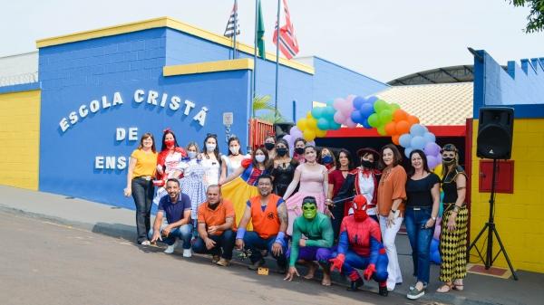Equipa da Escola Cristã de Ensino, mobilizada para o drive-thru realizado na manhã desta segunda-feira (12) em comemoração ao Dia das Crianças (Fotos: Maikon Moraes/Siga Mais).