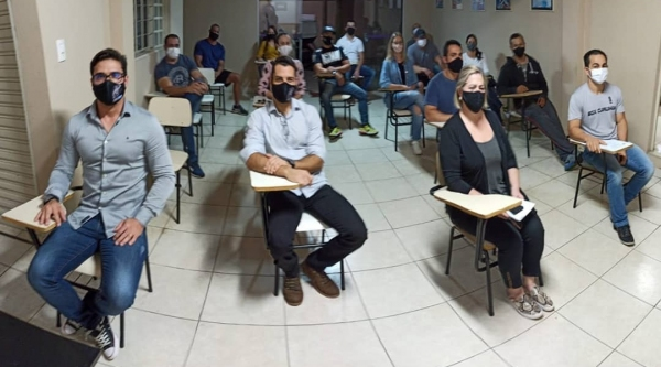 Representantes de academias reunidos nesta semana, em Adamantina (Cedida).