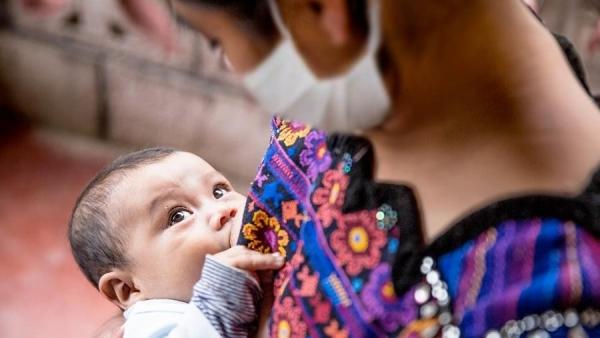 Anticorpos gerados pela vacina contra covid podem passar para bebês pela amamentação, o que motiva o movimento (Reprodução/Unicef).