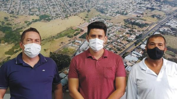 Vereadores da bancada do Podemos na Câmara Municipal de Adamantina: Rafael Pacheco, Alcio Ikeda e Bigode da Capoeira (Divulgação).