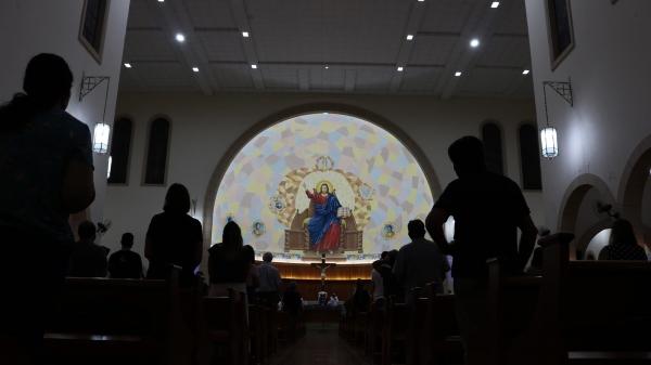 Celebrações nas igrejas católicas de Adamantina, por enquanto, continuam sem público presencial (Foto: Pedro Cardoso/No Click com o Senhor).
