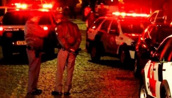Efetivo policial da região foi mobilizado pela ocorrência, na tentativa de localizar os invasores (Reprodução/Folha Regional).