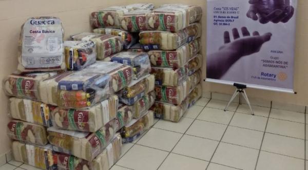 Último lote de 40 cestas básicas entregues ao Fundo Social de Solidariedade e Secretaria Municipal de Assistência Social. No total, foram 176 cestas doadas (Divulgação).