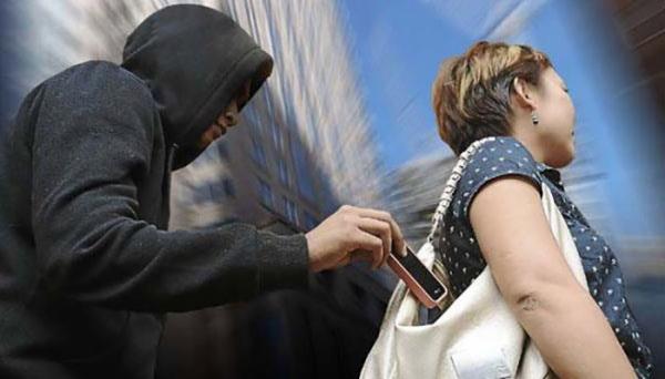 Público deve ter cuidados ao utilizar e transportar celulares, em meio a grandes eventos e aglomerações (Imagens: Ilustração).