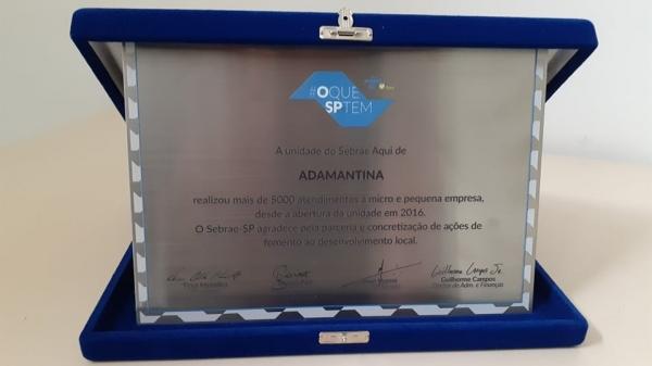 Nova premiação recebida pelo Sebrae Aqui Adamantina comemorativa aos 5 mil atendimentos (Divulgação).