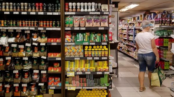 Alta no preço dos alimentos impacta diretamente nas despesas básicas das famílias (Foto: Tânia Rêgo/Agência Brasil).
