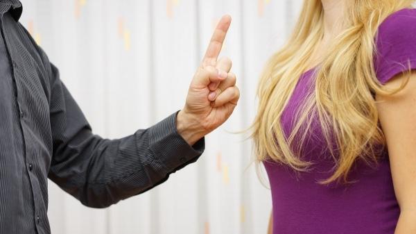 Homem deve indenizar ex-namorada por conduta ofensiva