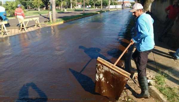 Operação-teste é realizada no entorno da Praça Prestes Maia (antigo almoxarifado), empregando equipamentos da própria Prefeitura (Foto: Reprodução).