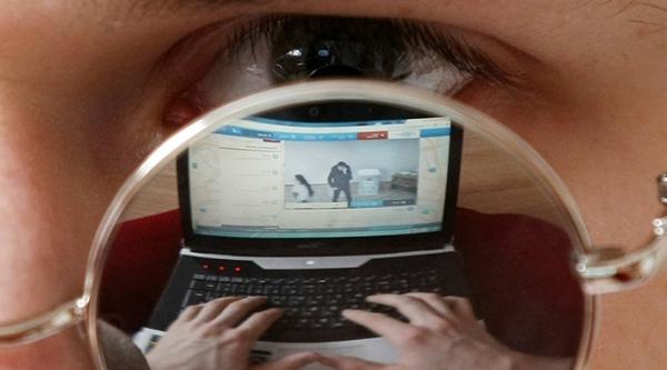 Stalking é uma forma de violência na qual o sujeito invade a esfera de privacidade da vítima, seja pessoalmente ou pela internet (Reprodução).