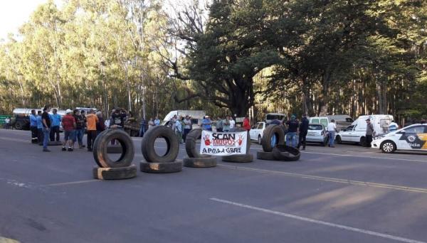 Ponto de manifestação na SP-425, em Parapuã (Foto: Nilton Mendonça).