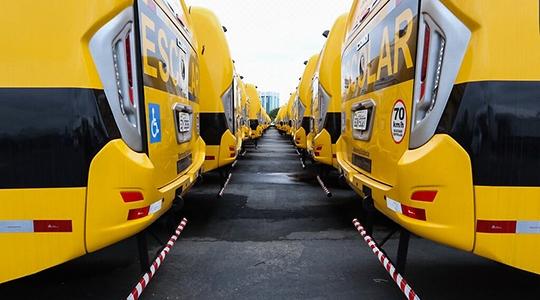 Adamantina recebeu um novo ônibus escolar com 44 assentos (Foto: Governo de SP).