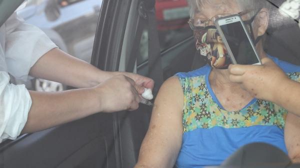 Em nova etapa será aplicada a 1ª dose da vacina nos idosos que tem 65 e 66 anos, em Adamantina (Foto: GovSP).