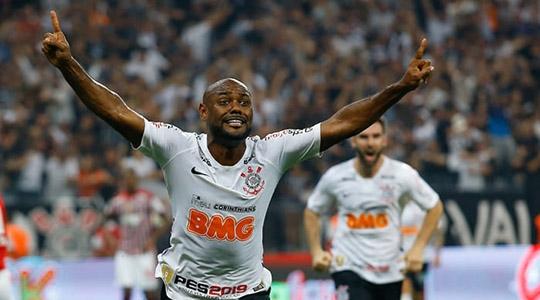 Vagner Love comemorando gol do título (Reprodução/Lancenet).