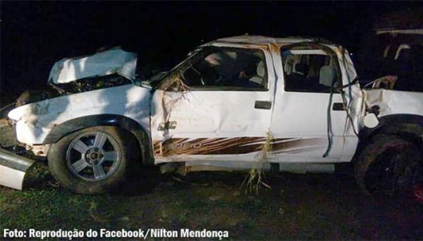 Dois jovens morrem e quatro ficam feridos em capotamento