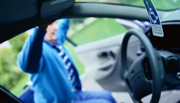 Decreto permite a aquisição do veículo pelo responsável ou tutor da pessoa com deficiência que irá dirigir o veículo para transporte do beneficiário (Imagem: Pixabay).