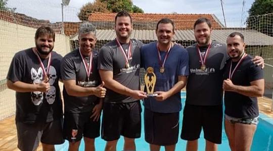 Equipe de Adamantina, tricampeã nas disputas de biribol pelos Jogos Regionais (Imagens: Divulgação).