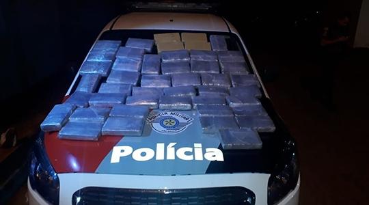 Droga apreendida poderia render perto de R$ 1,5 milhão aos traficantes (Foto: Cedida/PM).