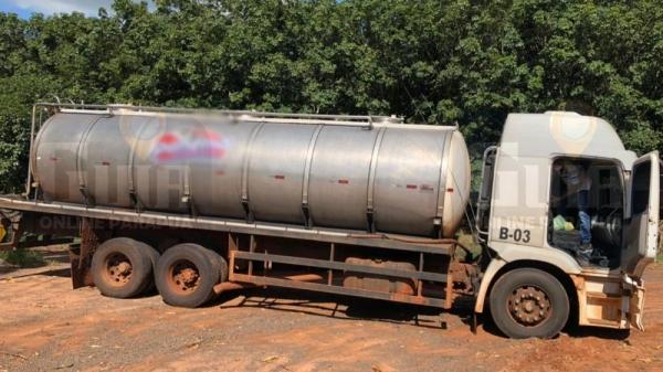 Polícia flagrou desvio de 12 galões de 50 litros cada, equivalendo a aproximadamente R$ 1.200,00 (Cedida/Polícia Civil).