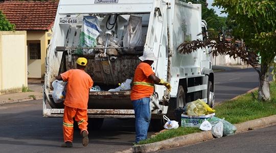Coleta de lixo será iniciada uma hora mais cedo em relação ao horário habitual, nesta quinta e sexta, em Adamantina (Foto: Reprodução/EMS).