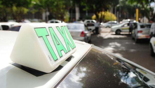Medidas anunciadas pelo governador Márcio França trazem facilidades para taxistas, na aquisição de veículos (Imagem: Pedro Ventura/Fotos Públicas).