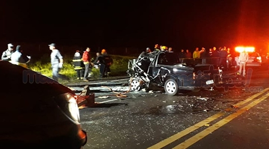 Acidente provocou a morte de duas pessoas e feriu outras duas na noite desta sexta-feira, na SP-294 (Reprodução/Site Mais Tupã).