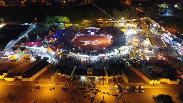 Recinto poliesportivo é palco da competição Gold Cowboy nesta quarta-feira (Foto: Arquivo | Renan Matheus).