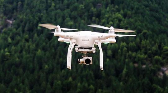 Sistema antidrone que embaralha a comunicação entre o equipamento clandestino e seu operador (Ilustração/Pixabay).