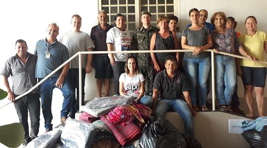Na tarde de terça-feira (14), no Fundo Social de Solidariedade foi realizada a entrega das peças arrecadas para os presidentes de bairros e também para as entidades assistenciais do município (Da Assessoria).
