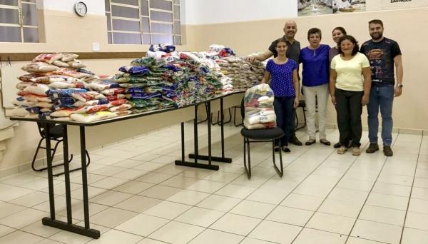 Fundo Social de Solidariedade recebe doação do primeiro lote de alimentos arrecadados com a venda de ingresso solidário para o Adamantina Rodeo Festival (Foto: Divulgação).