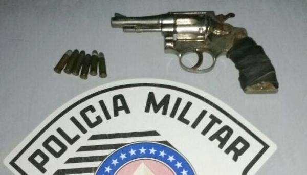 Revolver tinha seis cartuchos, sendo dois picotados (Foto: Cedida/PM).