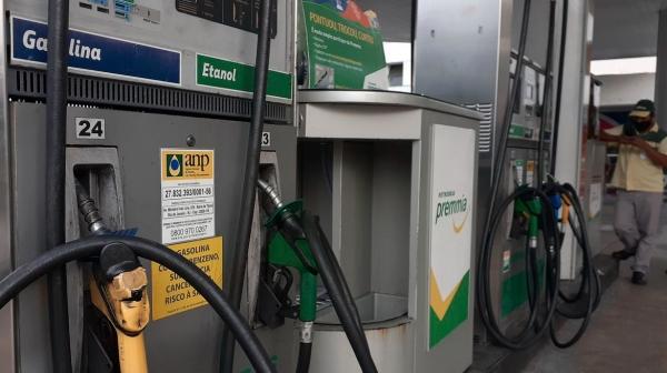 Segundo a Petrobras, a gasolina teve 35 reajustes em 2020, até agora, sendo 16 aumentos e 19 reduções. Para o diesel, foram 28 reajustes no total, dos quais 13 foram aumentos e 15 diminuições de preços (Foto: Fernando Frazão/Agência Brasil).