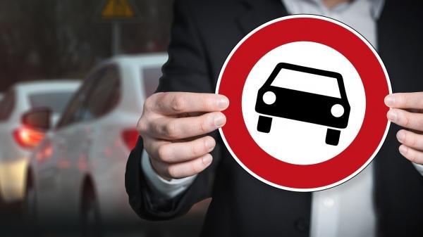 A nova lei também torna todas as multas leves e médias puníveis apenas com advertência, caso o condutor não seja reincidente na mesma infração nos últimos 12 meses (Imagem de Gerd Altmann por Pixabay).