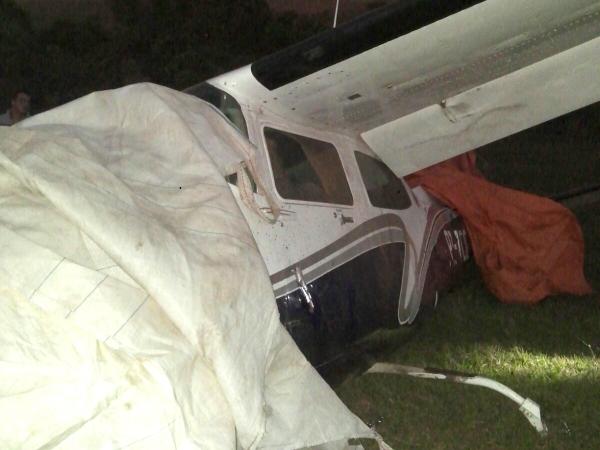 Avião ficou com danos no trem de pouso e na parte inferior. Foto: Cedida/Polícia Militar